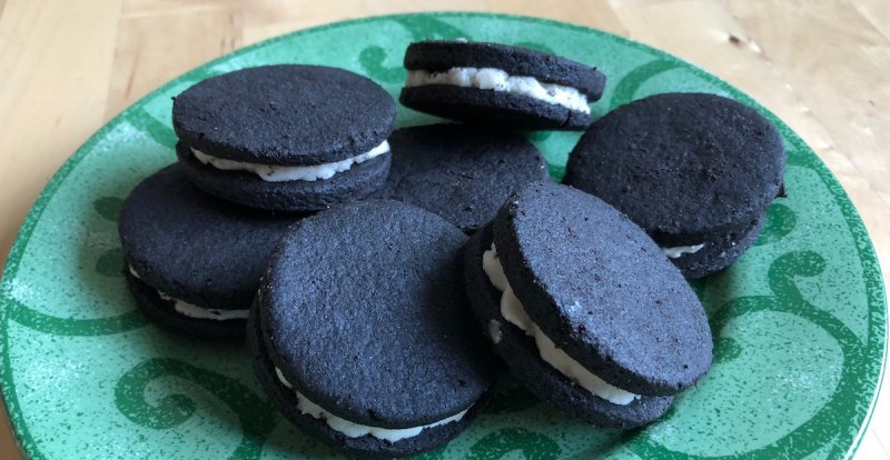 organic green banana flour in sandwich cookies